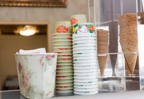 כוסות וגביעי גלידה בגלידריית מוסלין