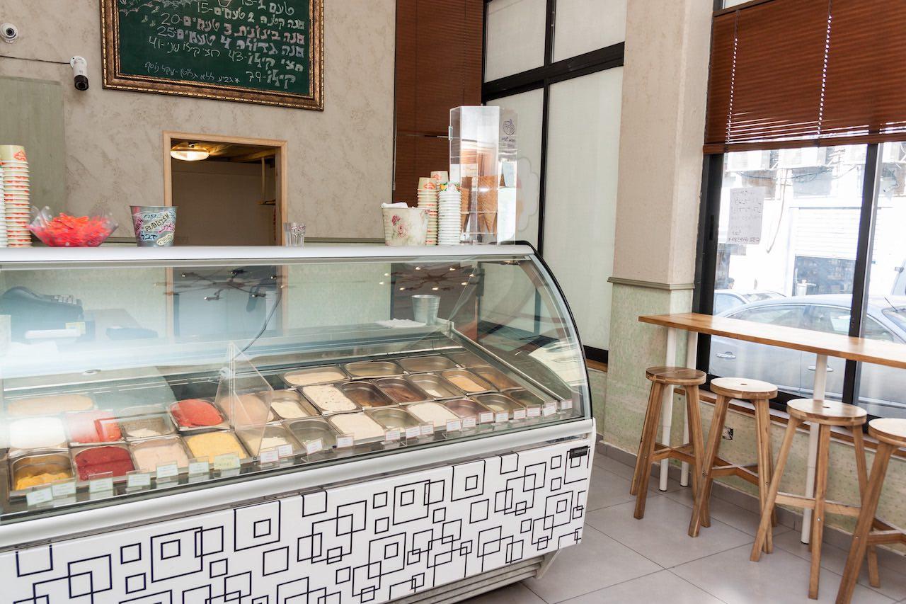 גלידריה מוסלין ירושלים - ויטרינת הגלידות בחנות