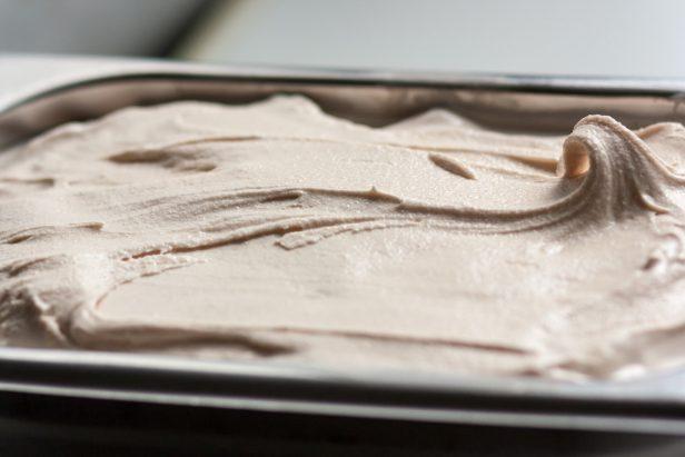 גלידת פרלינה בתבנית